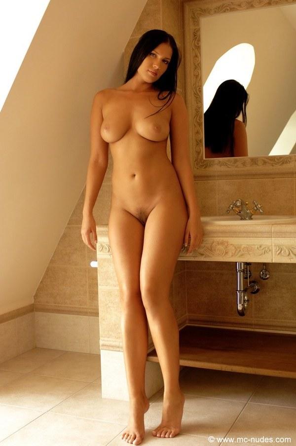 Голые женщины фото стоя